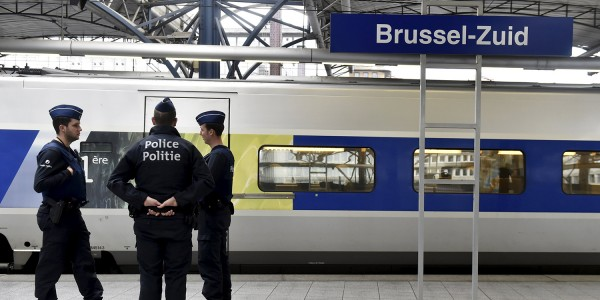 Belgian police officers keep watch at Gare du Midi/Zuidstation railway station in Brussels, Belgium, November 14, 2015, after the attacks in Paris on Friday. REUTERS/Eric Vidal