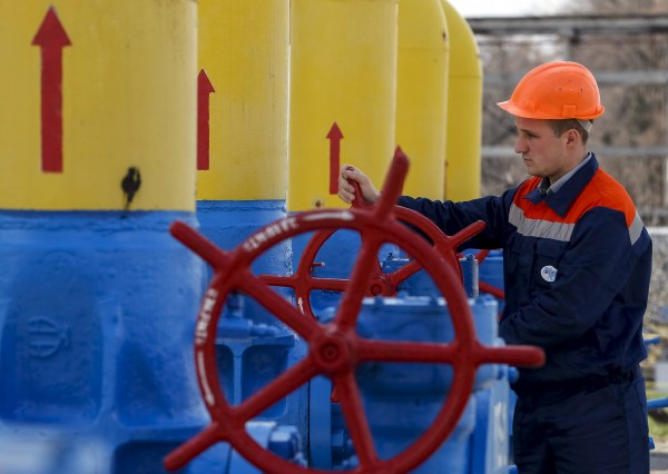 An employee turns a valve at a gas compressor station in the village of Boyarka, outside Kiev, April 22, 2015. Russian natural gas producer Gazprom said on Wednesday Kiev owed it $174.2 million for gas supplied to eastern Ukraine since the beginning of the year. REUTERS/Gleb Garanich